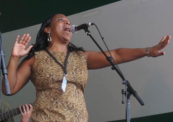 Cinnamon Jones Performing